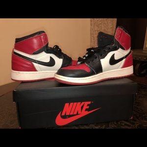 Air Jordan 1 red toe